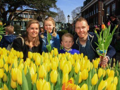 Kids Tulpenpluktuin in Dorpshart Lisse