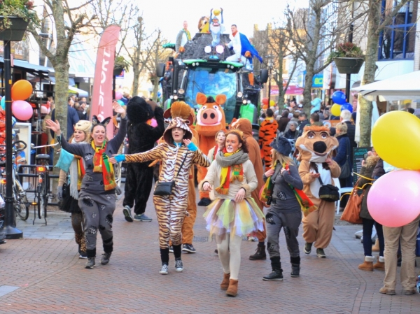 Carnavalsoptocht in Dorpshart Lisse